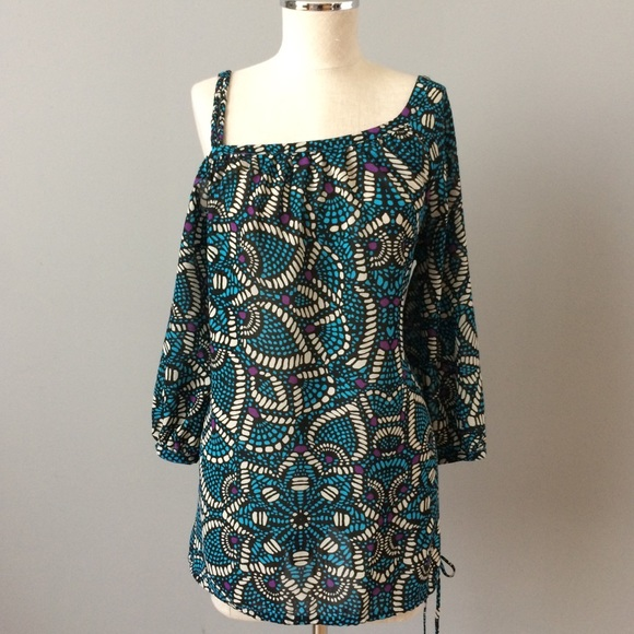 c9d4181bc802b Mosaic cold shoulder tunic Nicole Miller. M 5ac98413a825a673038db213